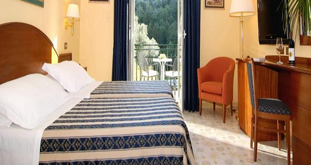Room with balcony hotel in sorrento best western hotel for Hotels with balconies