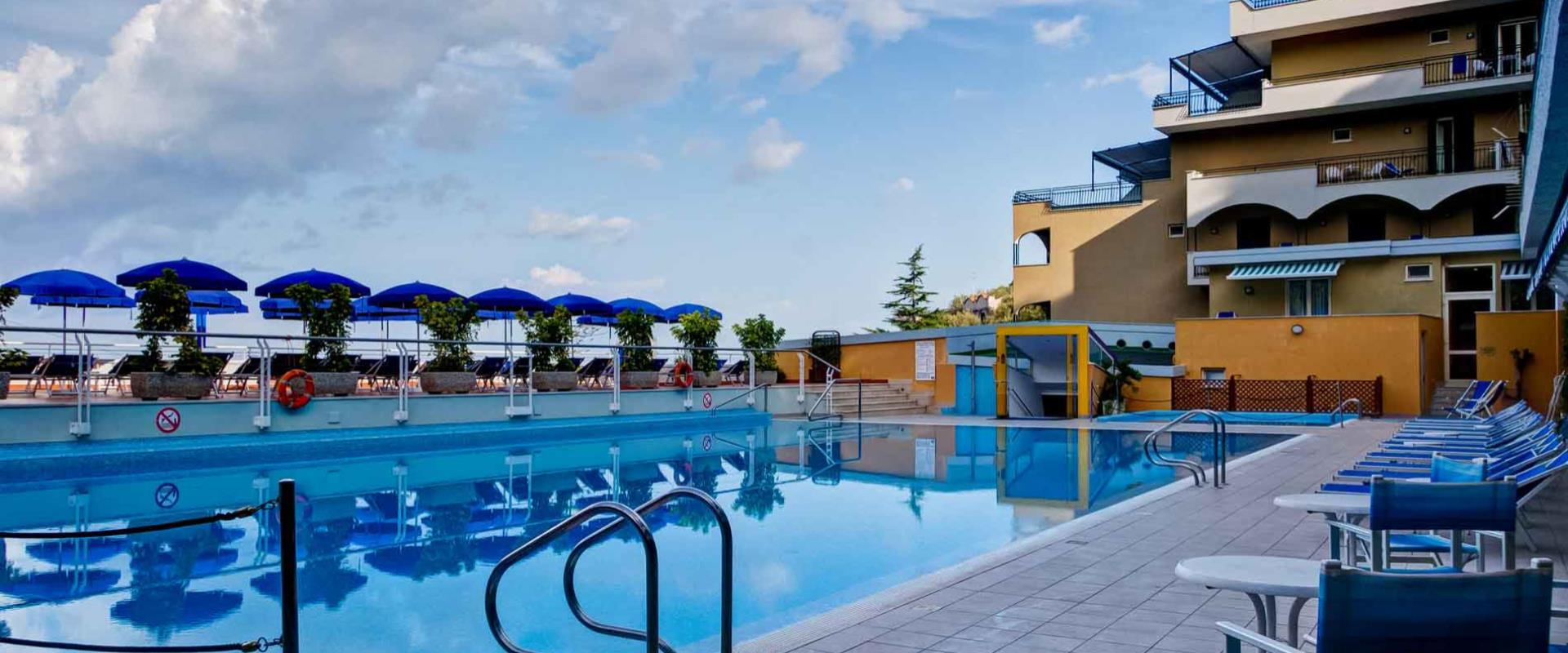 Book a stay in a beaufiful 4 star hotel in Sorrento and enjoy our services.