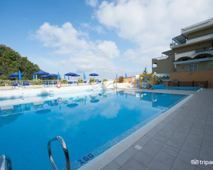 Swimming pool hotels in sorrento best western hotel la solara pool best western la solara sorrento freerunsca Choice Image